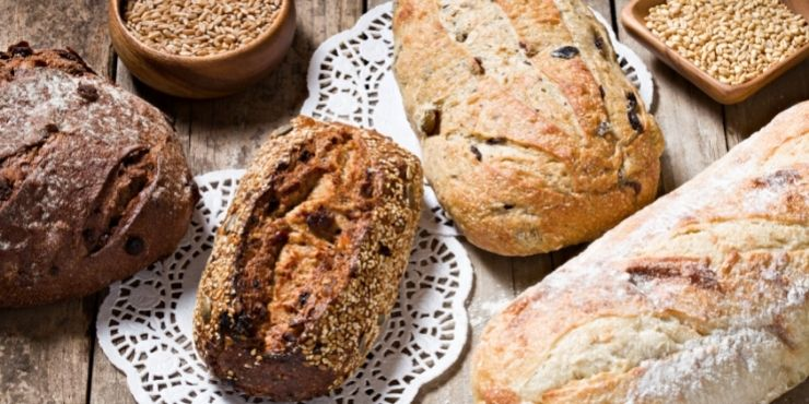 Dica sobre como montar uma cafeteria: Os pães artesanais com ervas, fazem toda a diferença e atraem clientes.