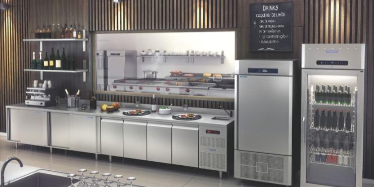 Refrigeradores que compõem a linha de cozinhas profissionais Tramontina